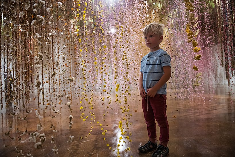 Il giardino invertito- l'incredibile installazione di Rebecca Louise Law | Collater.al 3