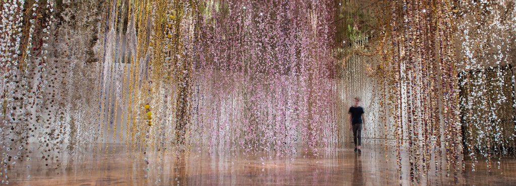 Il giardino invertito- l'incredibile installazione di Rebecca Louise Law | Collater.al