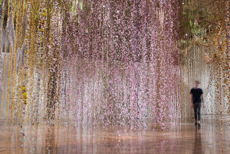 Il giardino invertito: l'incredibile installazione di Rebecca Louise Law