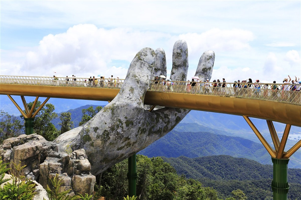 Il nuovo incredibile Golden Bridge in Vietnam | Collater.al 7