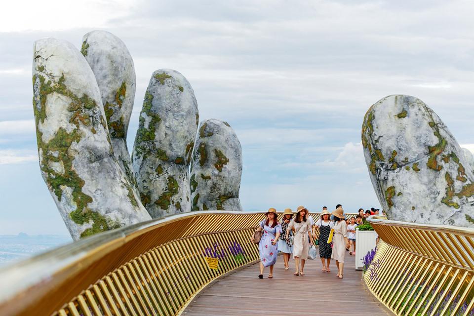 Il nuovo incredibile Golden Bridge in Vietnam | Collater.al 8