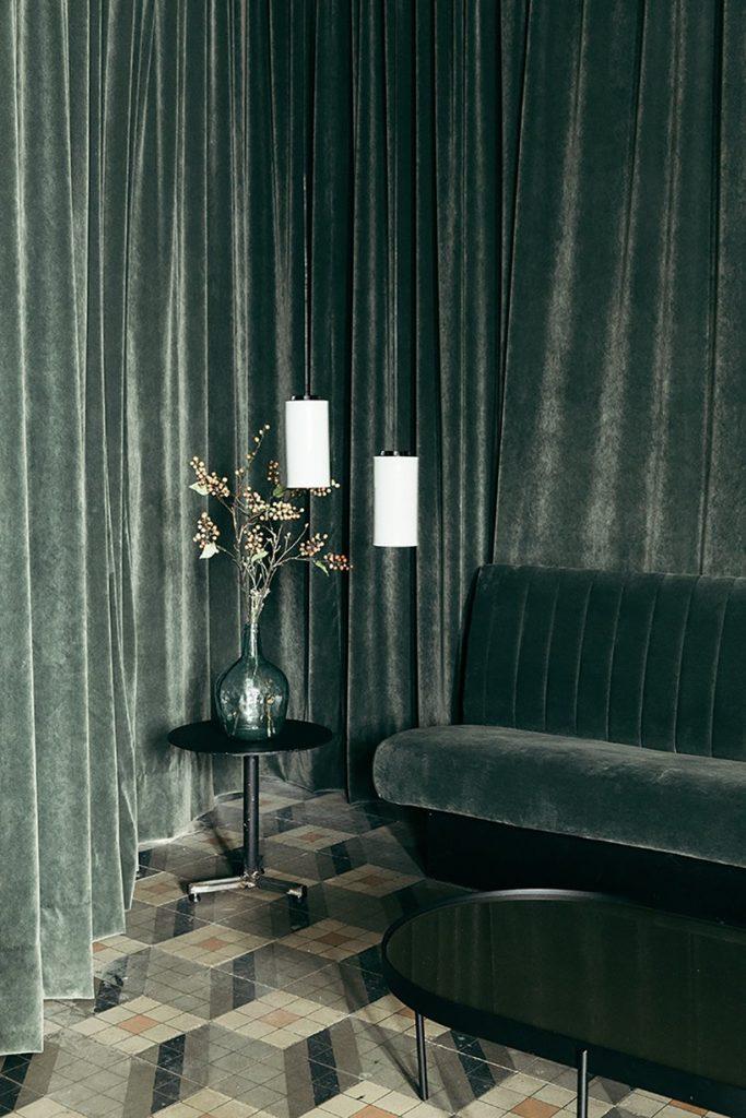 Il restyling di Plantea Studio cinema a luci rosse di Madrid | Collater.al 1