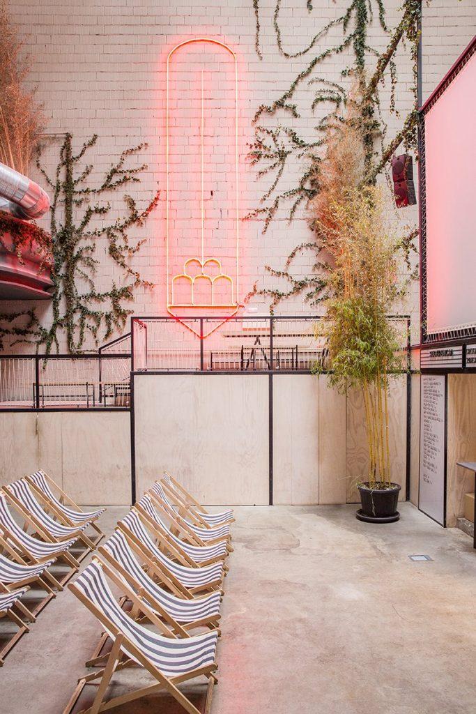 Il restyling di Plantea Studio cinema a luci rosse di Madrid | Collater.al 11
