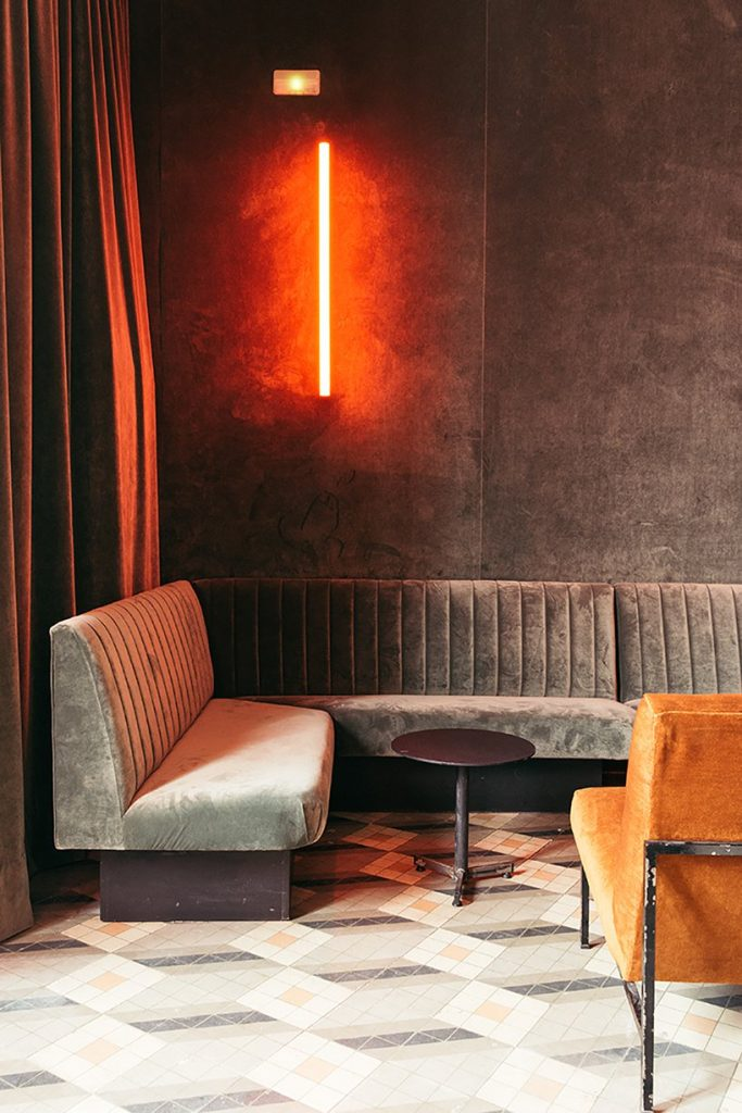 Il restyling di Plantea Studio cinema a luci rosse di Madrid | Collater.al 14