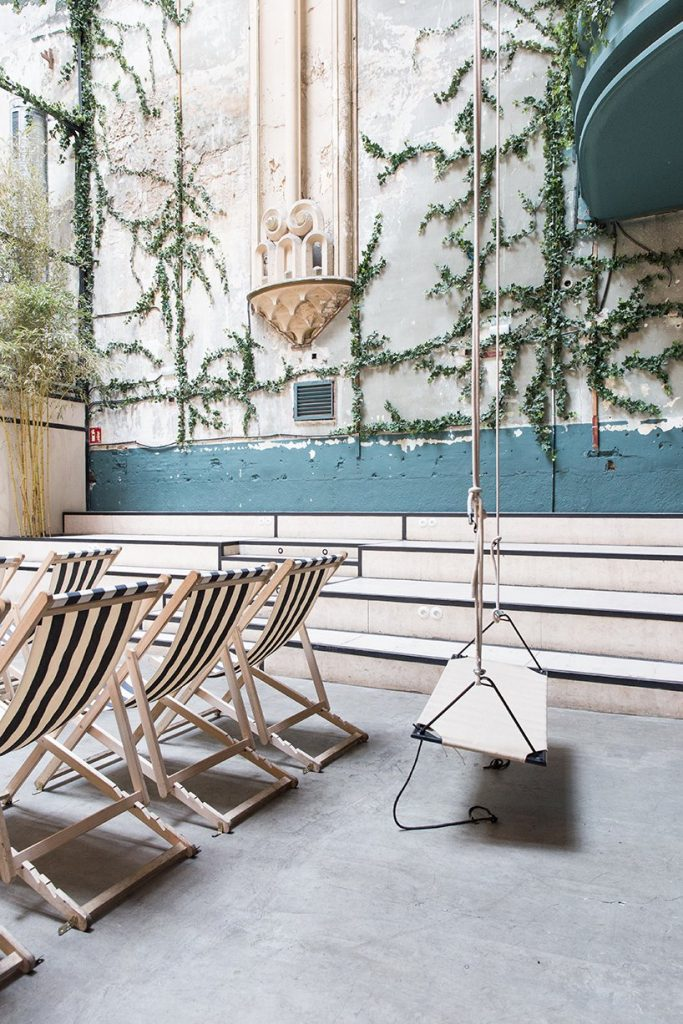 Il restyling di Plantea Studio cinema a luci rosse di Madrid | Collater.al 7