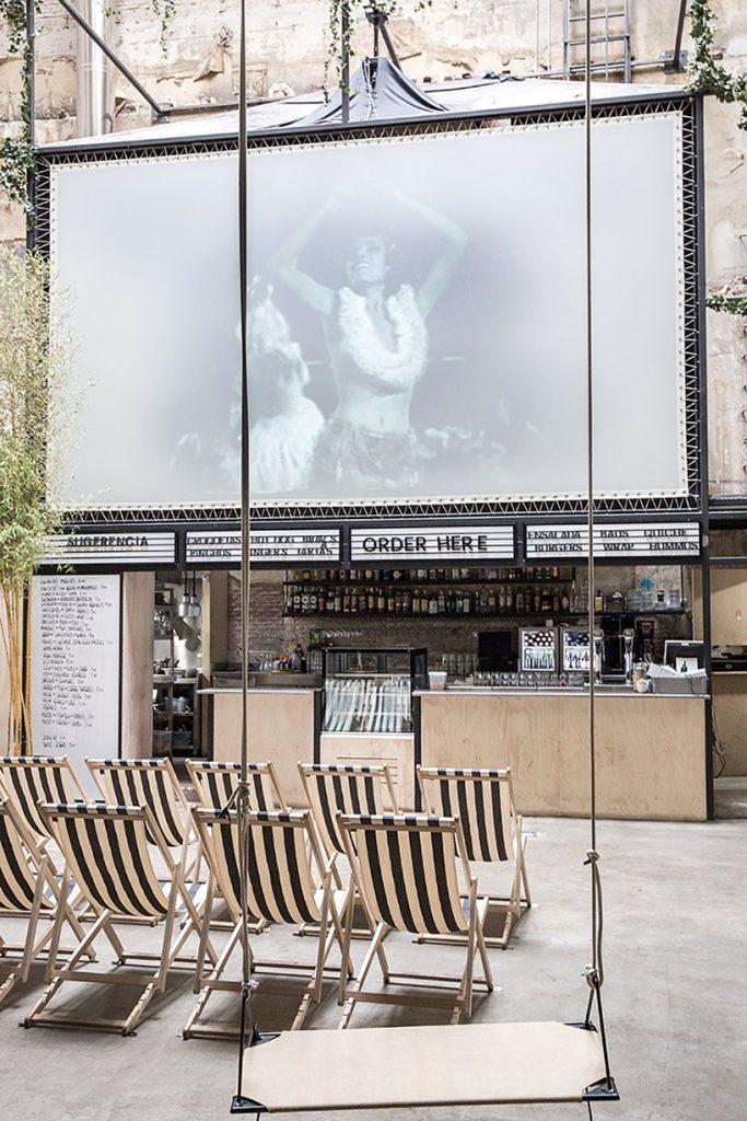 Il restyling di Plantea Studio cinema a luci rosse di Madrid | Collater.al