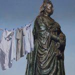 Monumental Nobodies, le sculture rivisitate di Matthew Quick | Collater.al 2