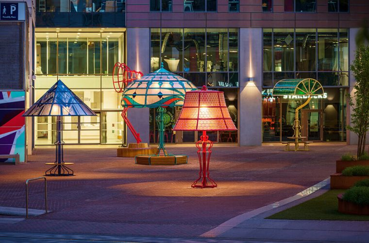 The Manchester Lamps, the installation that tells the history of the city