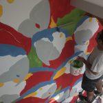 Tutti diversi, tutti uguali il muro di Lucamaleonte per Stravagante Hostel | Collater.al 5