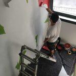 Tutti diversi, tutti uguali il muro di Lucamaleonte per Stravagante Hostel | Collater.al 6