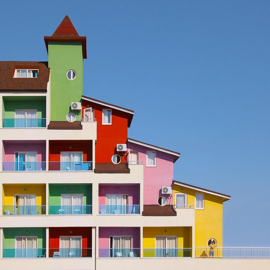 Yener Torun fotografa una Istanbul arcobaleno | Collater.al