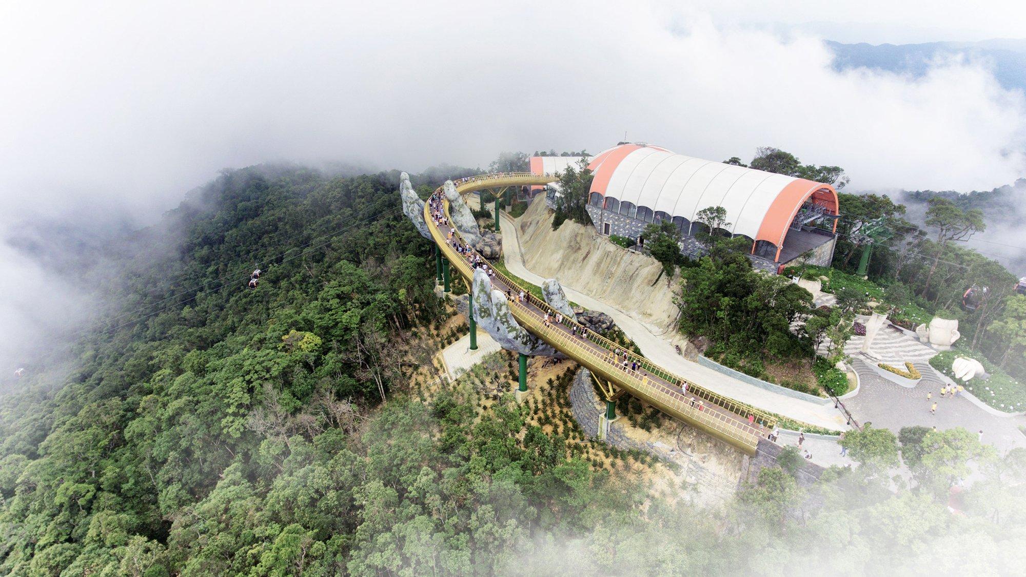 Il nuovo incredibile Golden Bridge in Vietnam | Collater.al