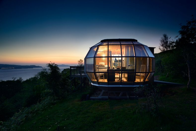 Air Ship, a submersible-shaped house to build wherever you want