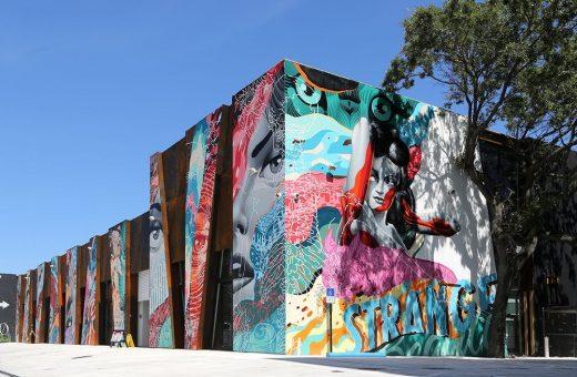 Gli enormi murales dello street artist Tristan Eaton