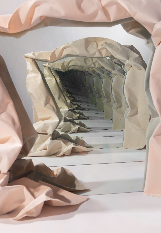 Speculations di Sarah Meyohas come Alice in Wonderland | Collater.al 11