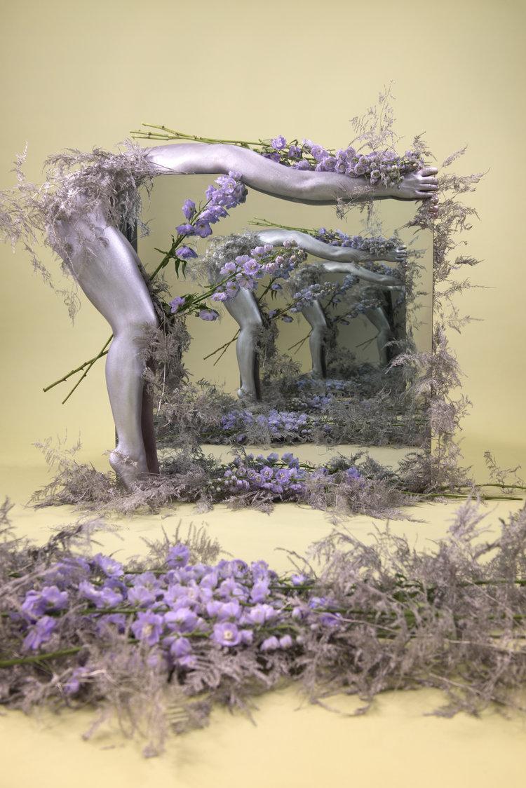 Speculations di Sarah Meyohas come Alice in Wonderland | Collater.al 8