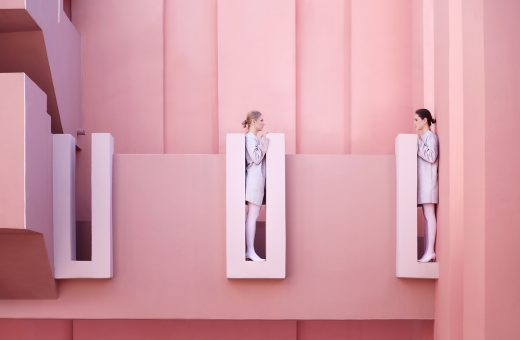 Strangers, le fotografie atemporali di Lara Zankoul
