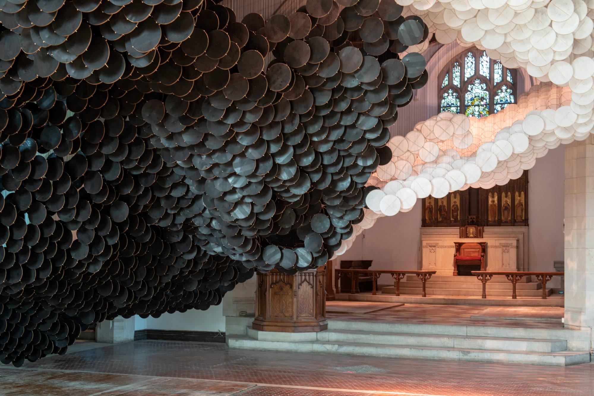 The Eclipse è la suggestiva installazione di Jacob Hashimoto   Collater.al