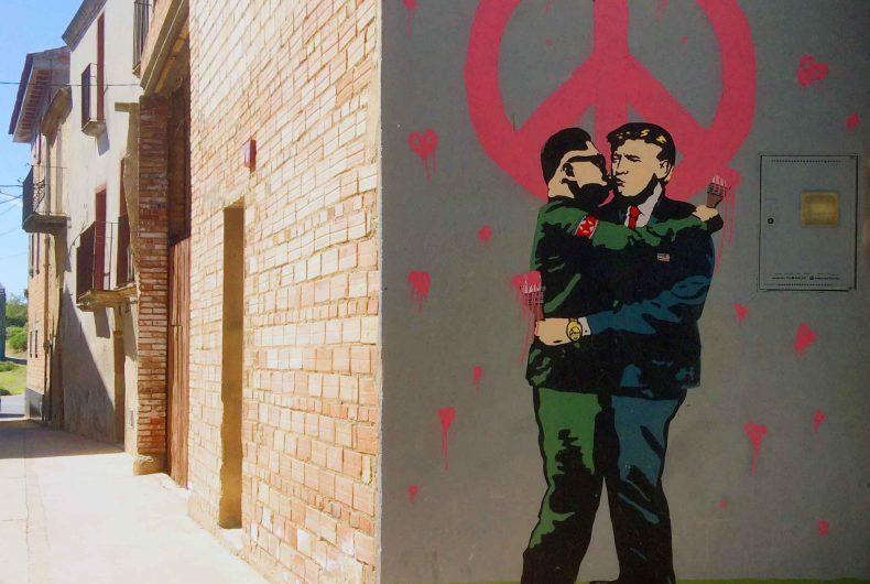 Salvatore Benintende aka TVBOY e la sua street art provocatoria