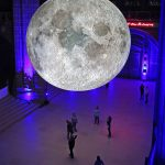 Andiamo sulla Luna, l'installazione di Luke Jerram | Collater.al 3