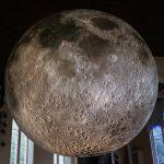Andiamo sulla Luna, l'installazione di Luke Jerram | Collater.al 5