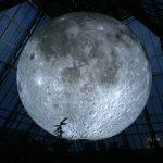 Andiamo sulla Luna, l'installazione di Luke Jerram | Collater.al 7