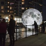 Andiamo sulla Luna, l'installazione di Luke Jerram | Collater.al 8