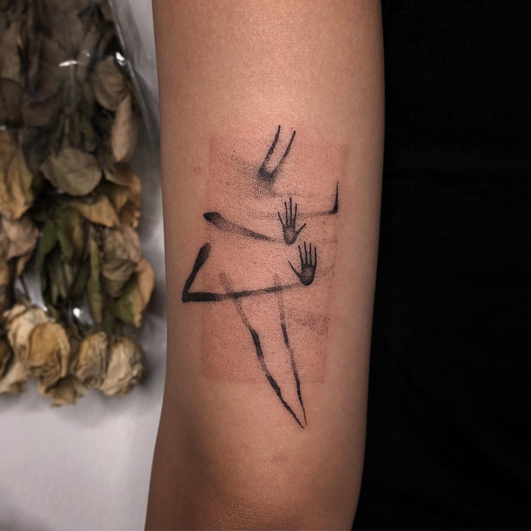 Blackdotkime e i tatuaggi che si rifanno al puntinismo | Collater.al