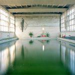 Jason Oddy fotografa il silenzio degli edifici politici abbandonati | Collater.al 2