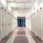 Jason Oddy fotografa il silenzio degli edifici politici abbandonati | Collater.al