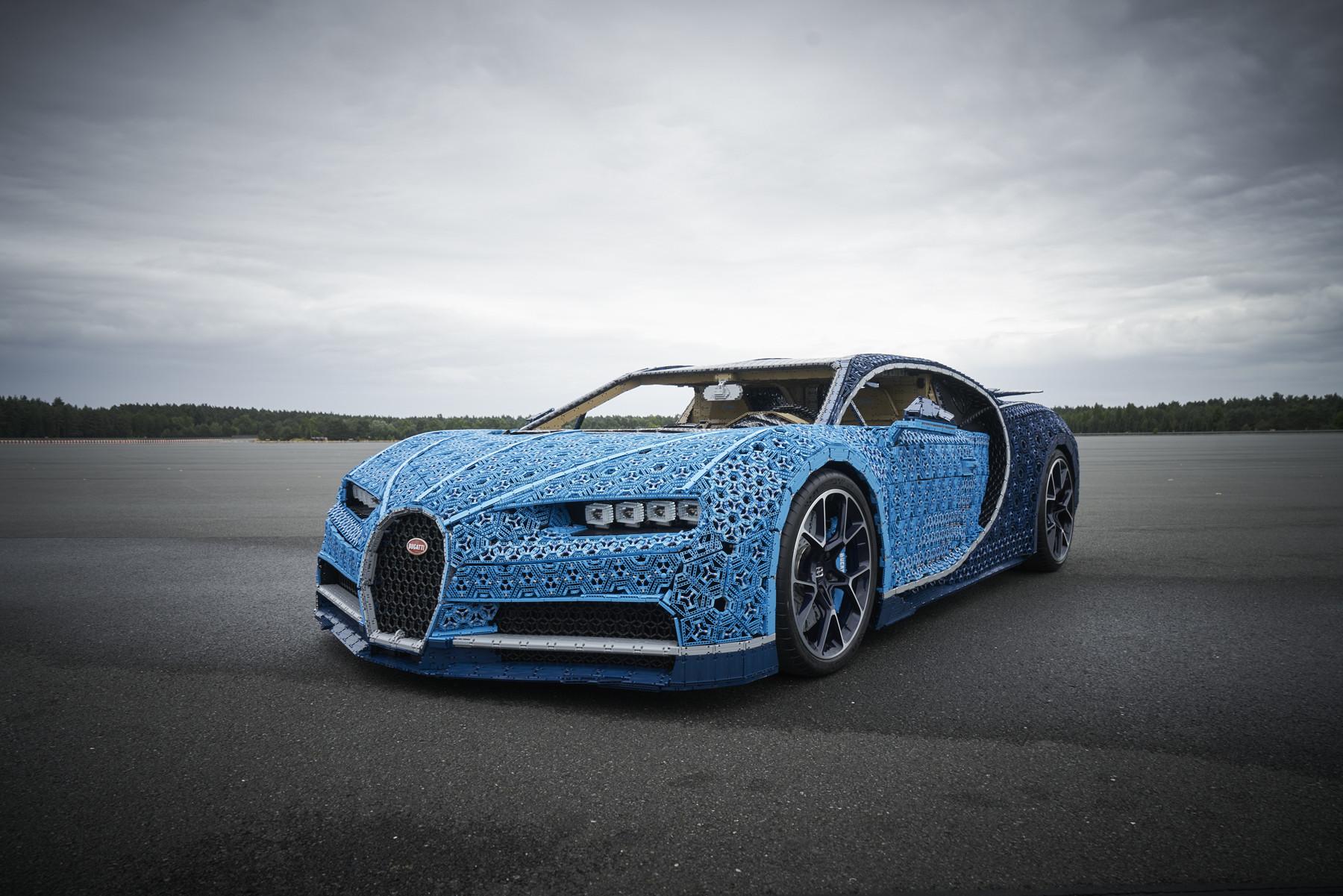LEGO Technic Bugatti Chiron interamente costruita con i mattoncini del LEGO | Collater.al