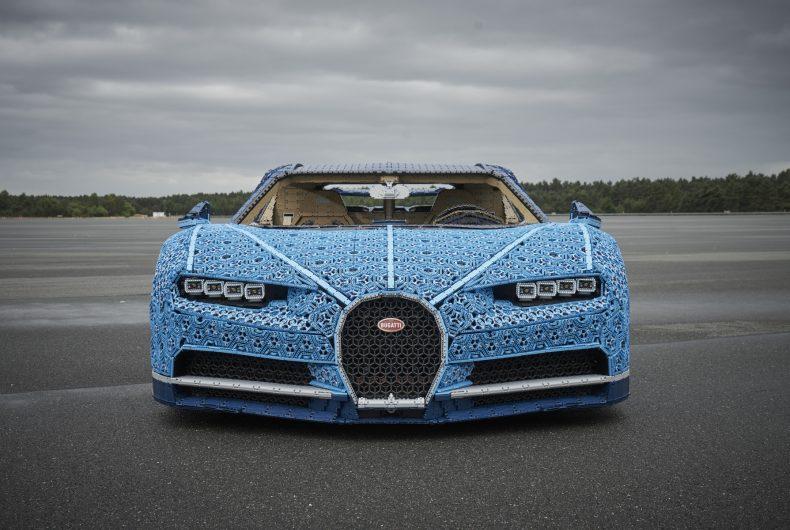 LEGO Technic Bugatti Chiron, un'auto costruita con i mattoncini del LEGO