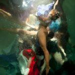 Le fotografie subacquee che sembrano quadri di Christy Lee Rogers | Collater.al 6