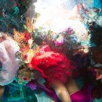 Le fotografie subacquee che sembrano quadri di Christy Lee Rogers | Collater.al 8