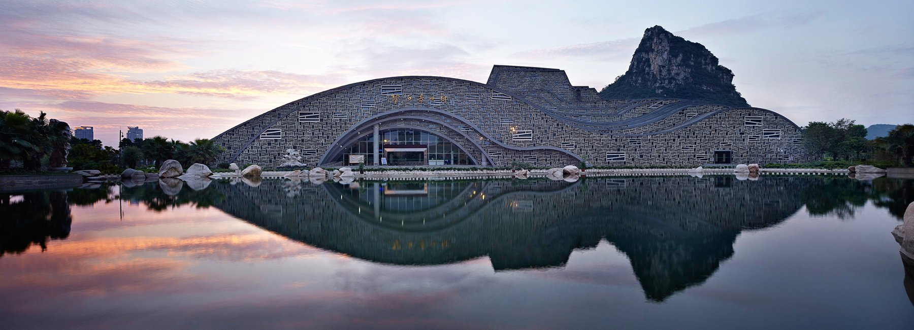 Liuzhou Suiseki Hall, a building is in perfect harmony with the landscape