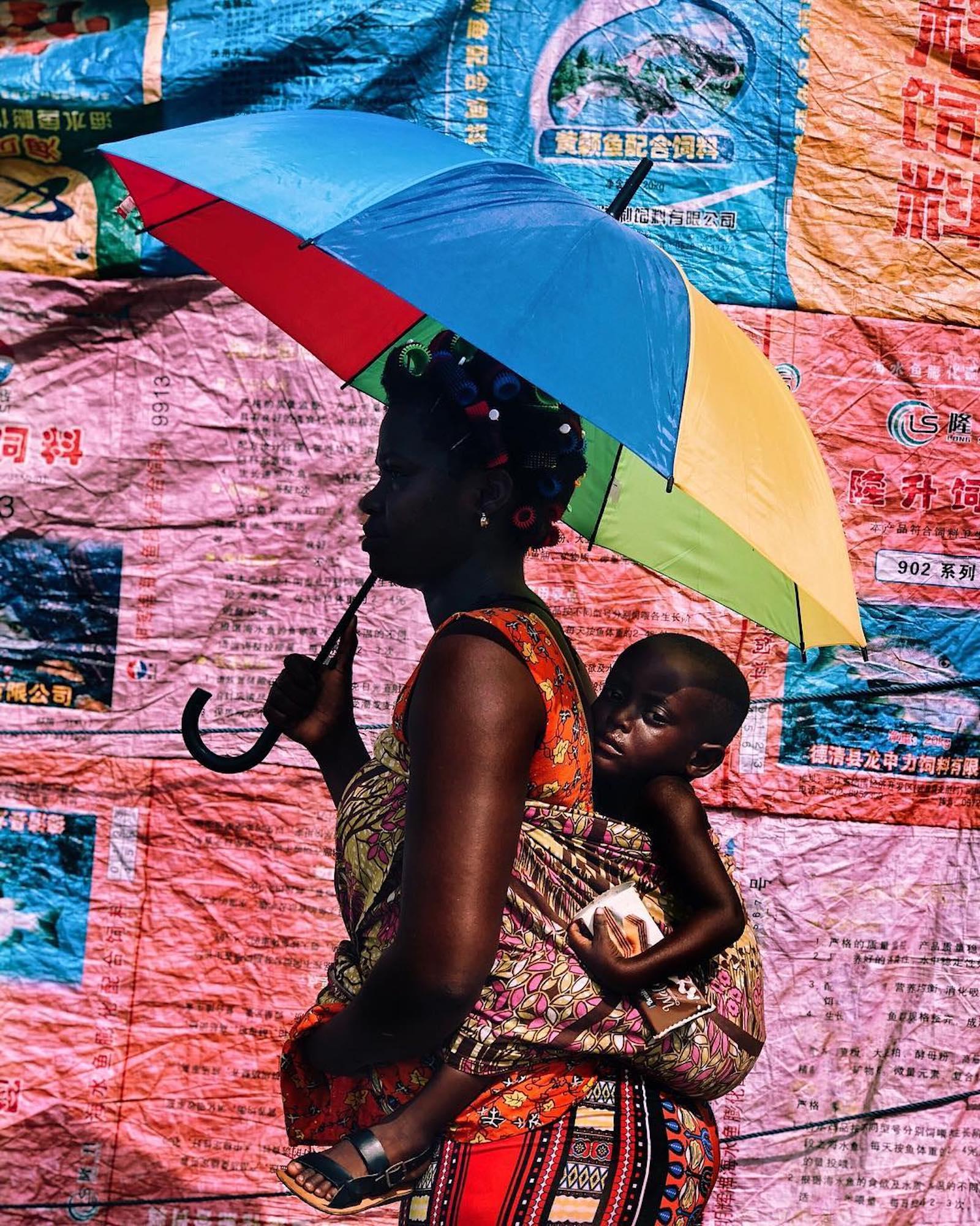 Price Gyasi fotografa i colori e le atmosfere del Ghana | Collater.al
