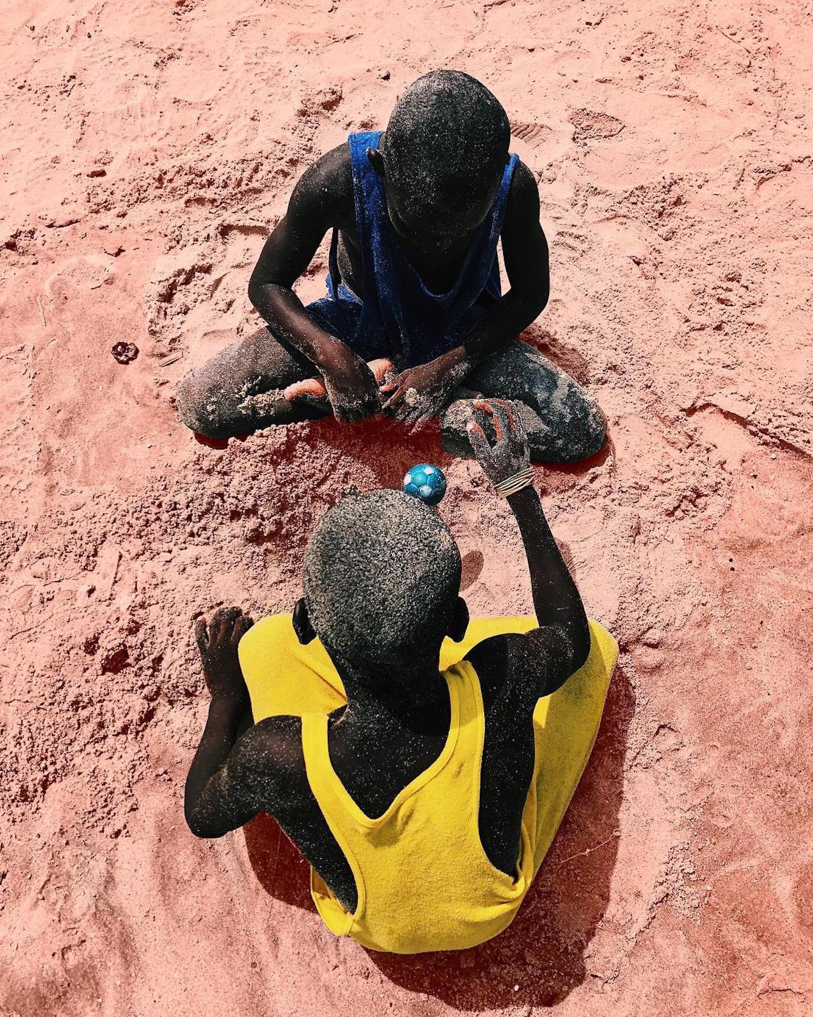 Price Gyasi fotografa i colori e le atmosfere del Ghana | Collater.al 5