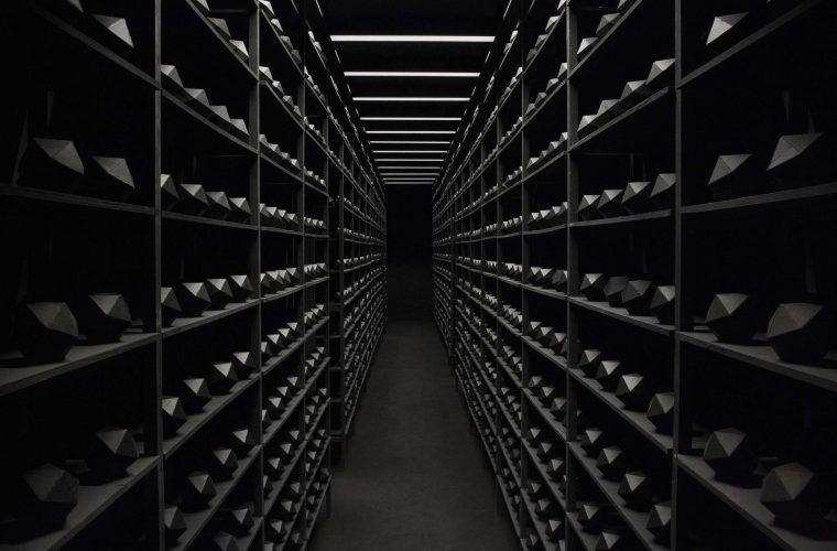 The Relativity of Matter, un'installazione di corridoi misteriosi
