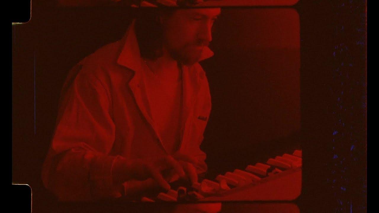 È uscito Warp Speed Chic, il mini documentario degli Arctic Monkeys   Collater.al