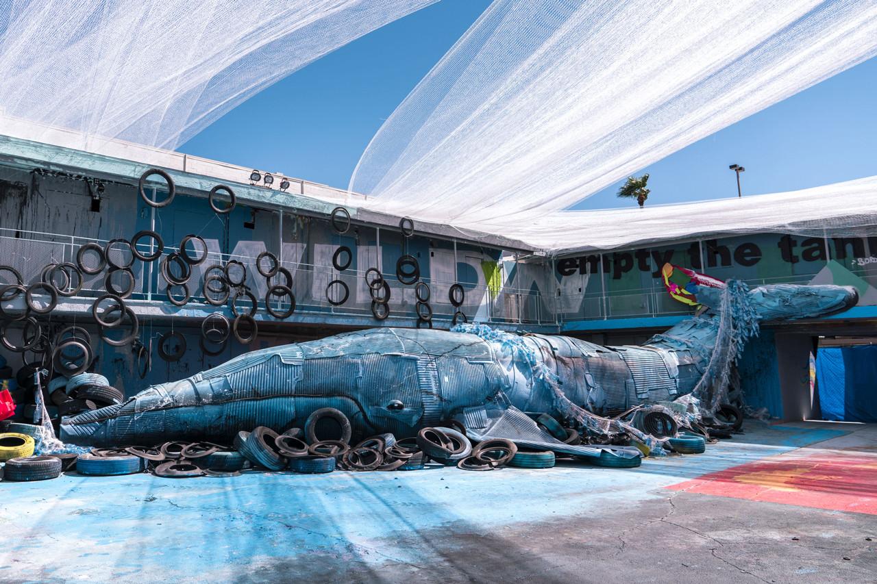 Animali fatti di rifiuti, l'installazione-protesta di Bordalo II | Collater.al