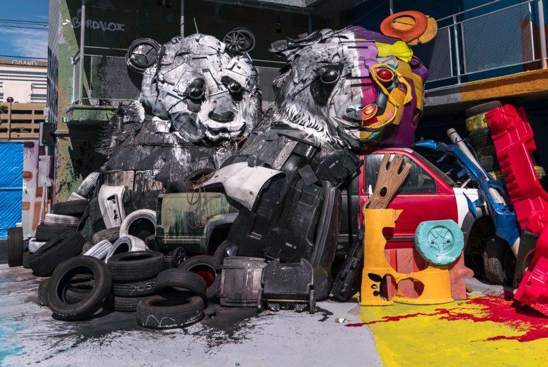 Animali fatti di rifiuti, l'installazione-protesta di Bordalo II