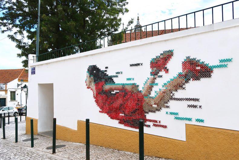 Il punto croce di Aheneah diventa un'opera di street art