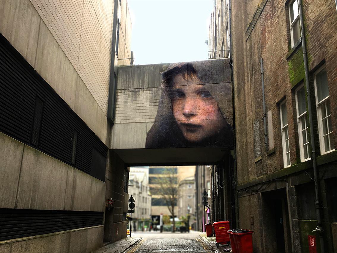 Julien de Casabianca libera i personaggi dei quadri portandoli in strada | Collater.al