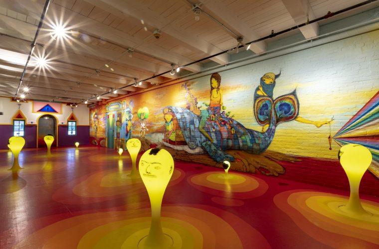 La mostra immersiva di OSGEMEOS, tra street e folk art