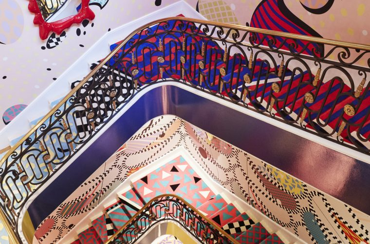 La scalinata dai colori psichedelici firmata Sasha Bikoff