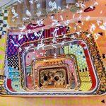 La scalinata dai colori psichedelici firmata Sasha Bikoff | Collater.al
