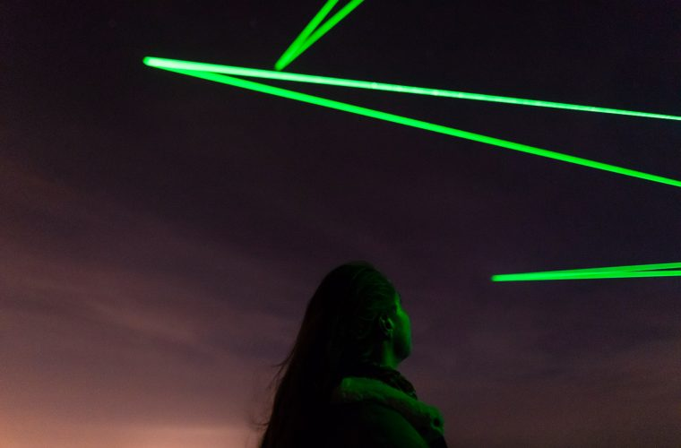 L'installazione di Daan Roosegaarde traccia i rifiuti spaziali