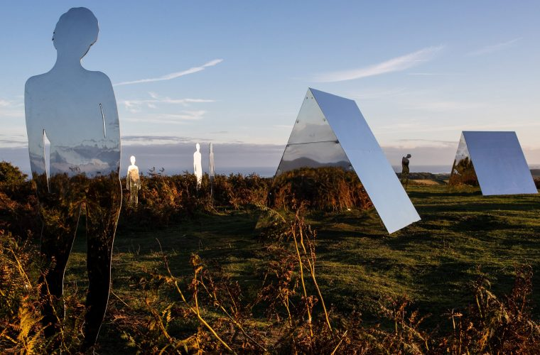 L'installazione fatta di specchi di Rob Mulholland