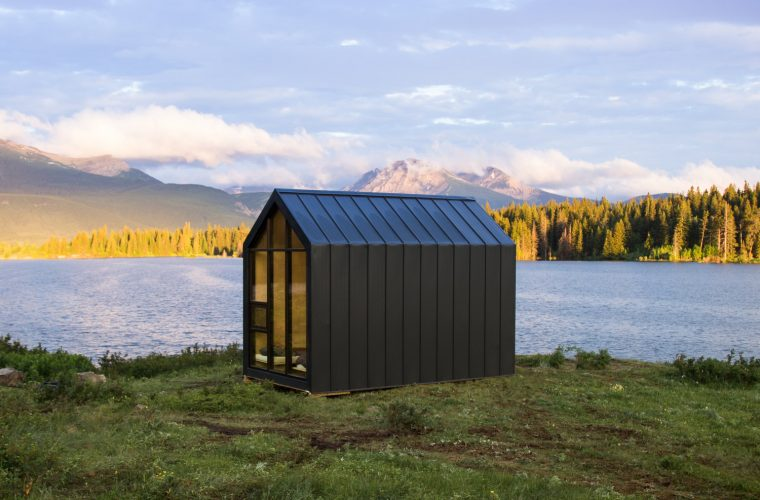 Mono, the perfect prefabricated mini house surrounded by nature
