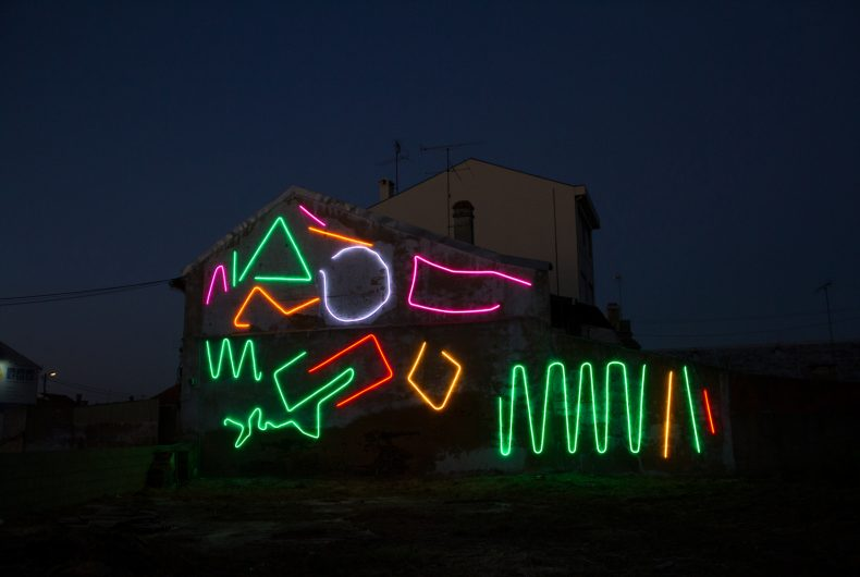 Permanente e interactivo, Spidertag fascinates with his neon murals